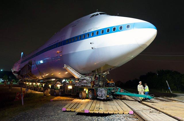 Laminated Mats Carrying 747